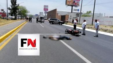 Muere motociclista al chocar contra camioneta en la Morelia-Salamanca