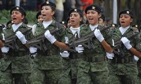 Expide López Obrador decreto en beneficio del personal militar femenino