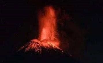 Explosión en el Volcán Popocatépetl genera columna de 1.2 kilómetros