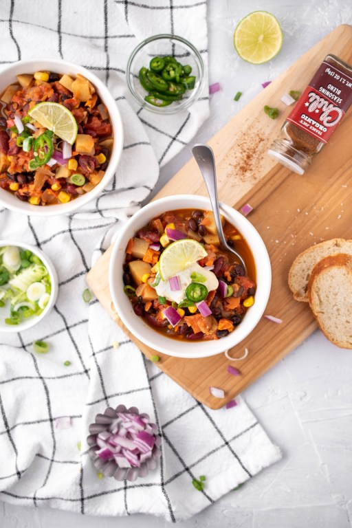 easy one-pot vegan chili