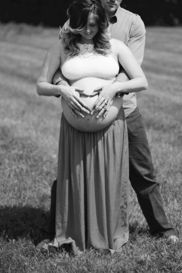 heart maternity shoot