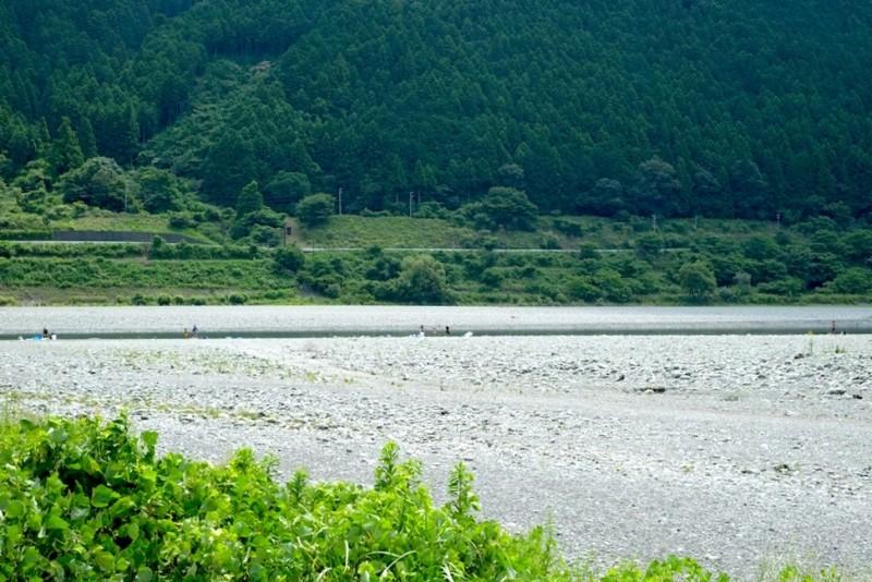 くのわき親水公園キャンプ場|サイトから川を望む