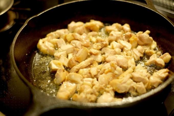 LODGE(ロッジ)のスキレット 鶏肉を焼く