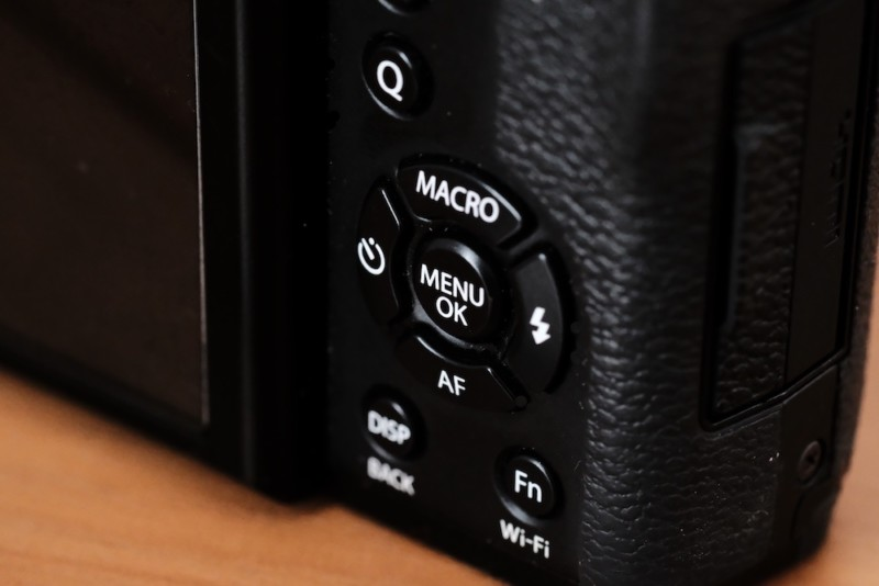 X30(FUJIFILM) セレクターボタン