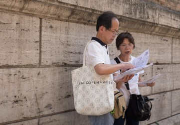 Tourists - the very first shot I took when I arrived. XF18-55mm, 1/100sec at f/7.1, ISO 200