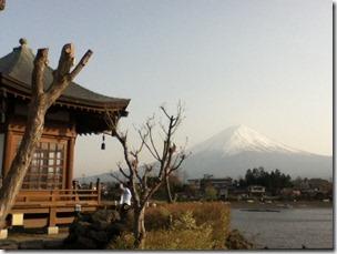 六角堂と富士山