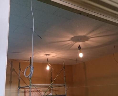 天井が綺麗に貼れました。