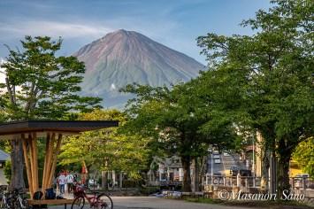 台風一過夕空に富士