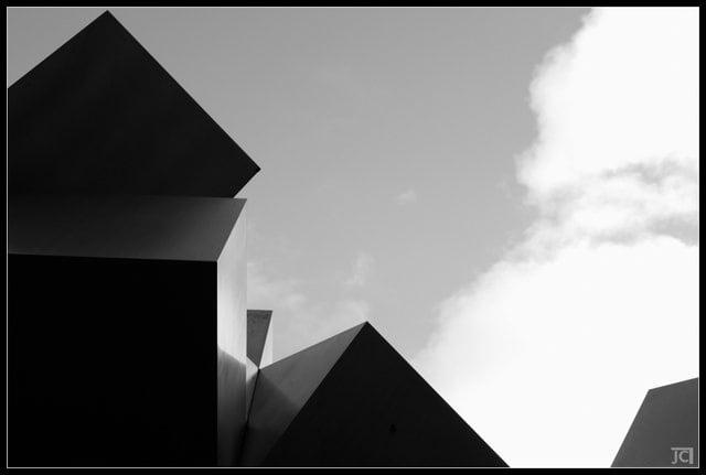 """""""La plaza de los cubos"""" por Jose Carlos Landrove."""