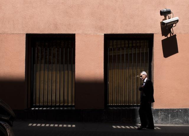 """""""Vigilados"""" por Rodrigo Roher, con Fuji X30."""