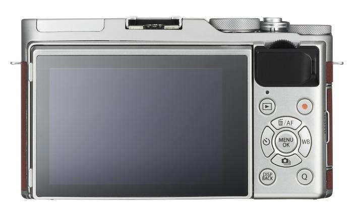 Fujifilm X-A3 detrás.