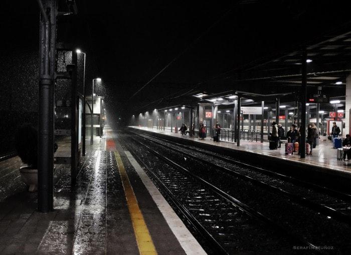 """Rain Station"" po Serafín Muñoz, con Fuji X100T."