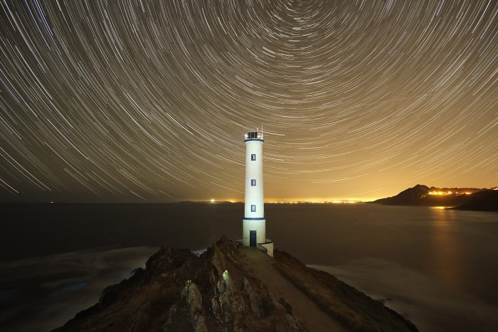 """""""Star trail cabo Home"""" por Carlos Castro, con Fuji X-Pro1 + Samyang 12mm F2."""