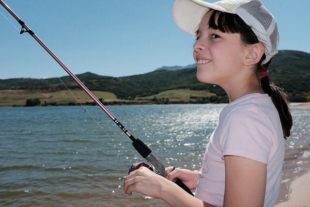 """The Joy of Fishing"" por Ritchie Roesch. X100F con flash integrado."