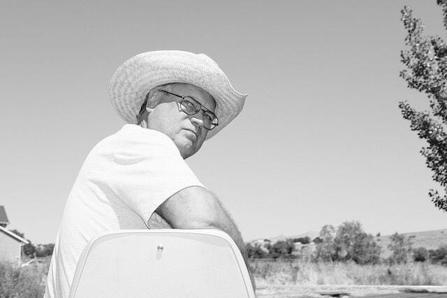 """Man In The Straw Hat"" por Ritchie Roesch. X100F con flash integrado."