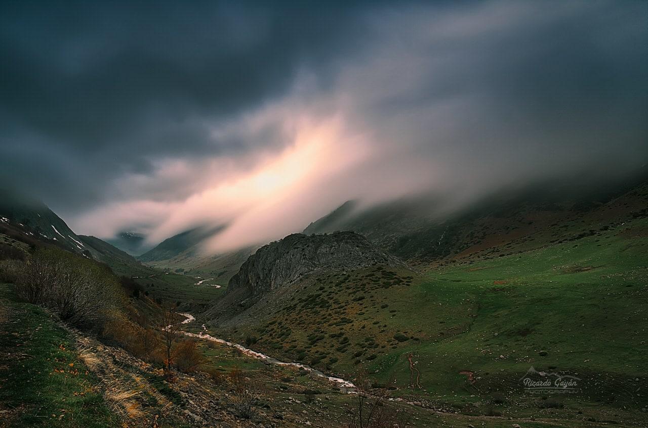 """""""Niebla en El Valle de Guarrinza"""" por Ric Gayán. Fuji X-T2 + XF 16-55 F2.8."""