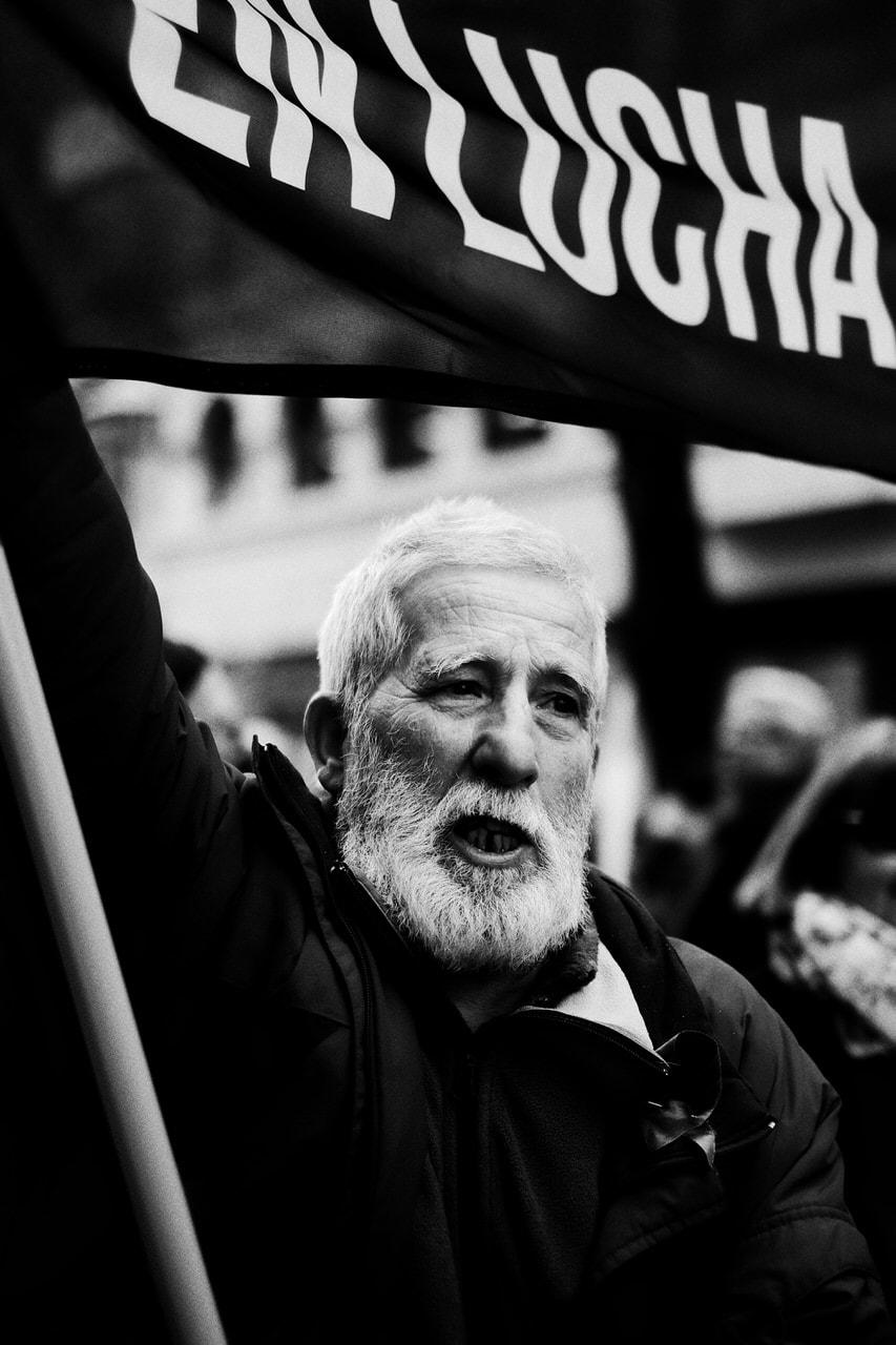 """Jubilados en lucha"" por Iñaki Montes. Fujifilm X-T2 + XF 35mm F1.4 R."