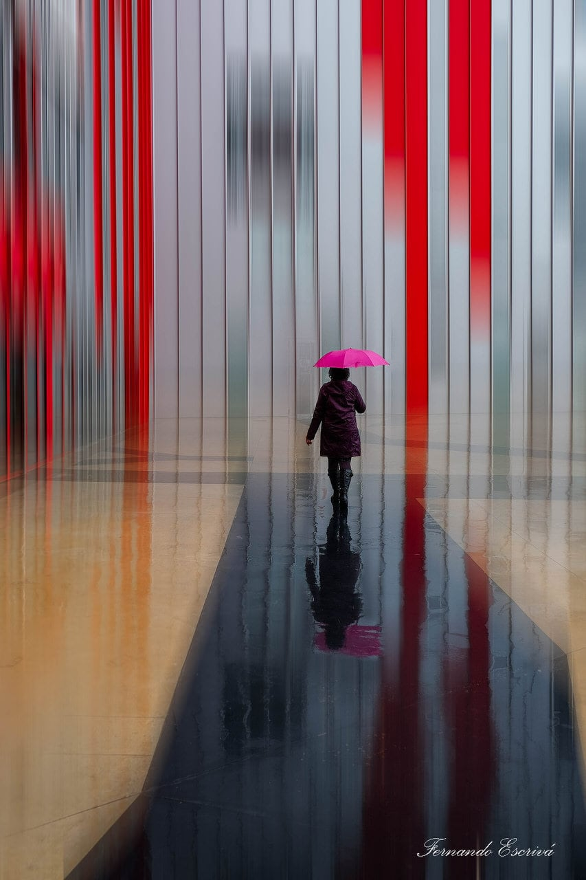 """La chica del paraguas"" por Fernando Escrivá. Fujifilm X-T10 + Fujinon XC16-50mmF3.5-5.6 OIS II."