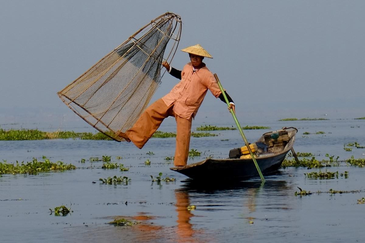 """""""Pescador en el Lago Inle, Myanmar"""" por @gerteco. Fujifilm X-T20 + XF 18-55mm."""