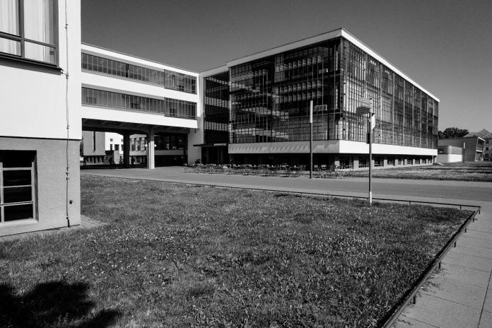 Edificio de la Bauhaus en Dessau. Foto por Luis Argüelles. X-Pro2 + XF 14mm F2.8 R.