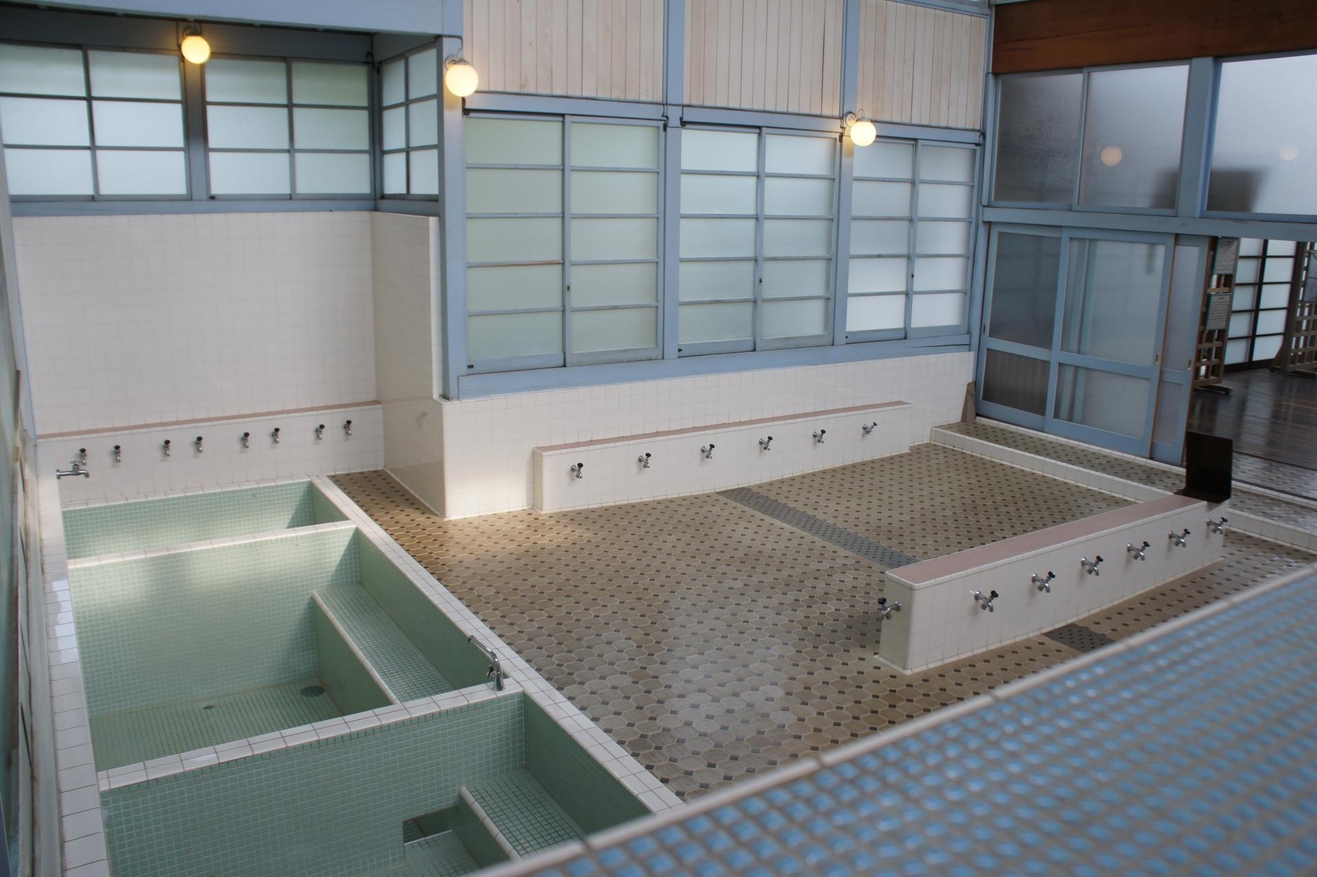 銭湯でタオルで前を隠す人の割合は?公共浴場に入る時のマナー
