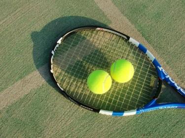 初心者必見!テニスのオーバーグリップテープの替え時と巻き方