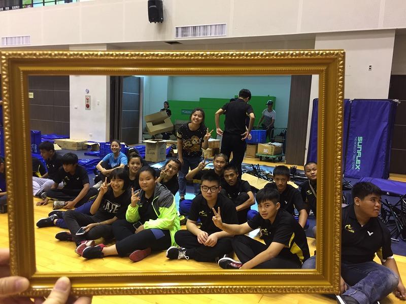 ボランティアスタッフの小中学生たち