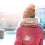 冬に体を温めるには運動!足を動かそう。ツボ押しで手を刺激しよう。