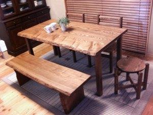 無垢ダイニングテーブルとベンチと椅子