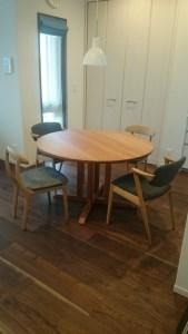 ブラックチェリーの丸テーブル