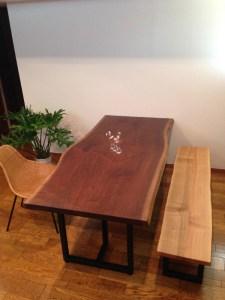 2枚接ぎダイニングテーブルとベンチ