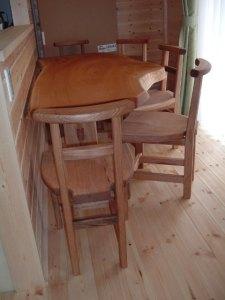 ケヤキのカウンターテーブルと椅子