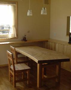 栓一枚板ダイニングテーブルと椅子