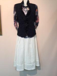810 白スカート