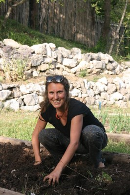 Lia - Preparing tomato beds for planting