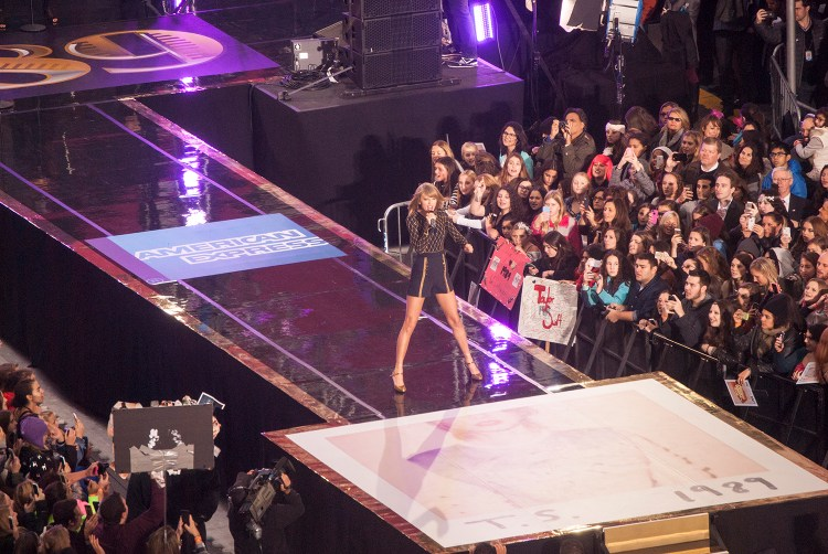 Live performance in nyc by Taylor Swift