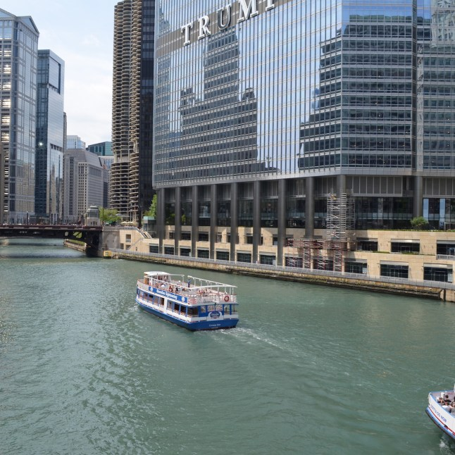 Boat Tour in Chicago River