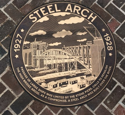 Passage of large ships was limited by the stone piers Calls to demolish the High Bridge arose. As a compromise, a steel arch was built over the river.