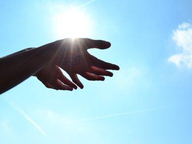 hands-1384735_1920