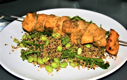 Thai salmon skewers with edamame and quinoa