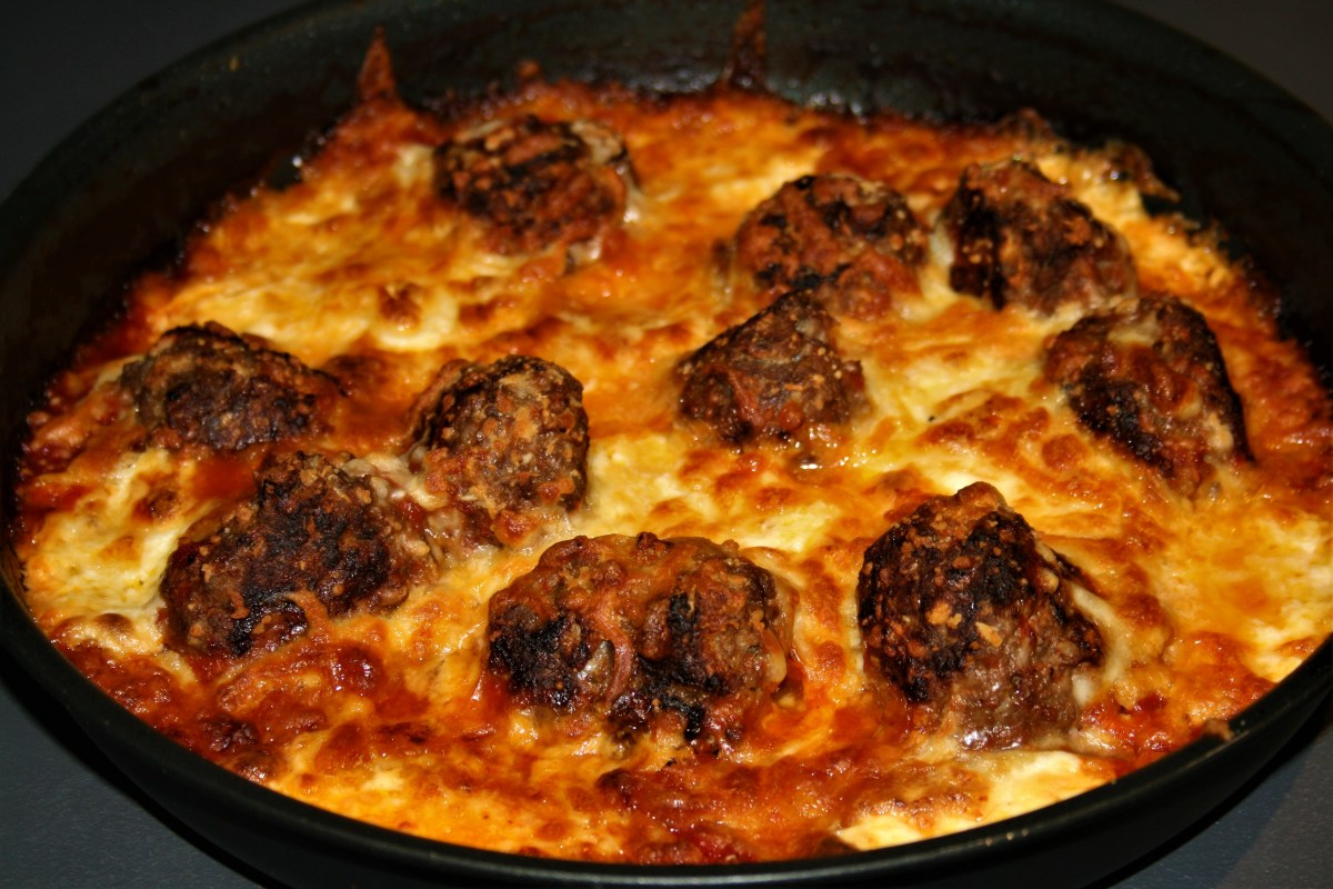 Meatball and mozzarella pan bake
