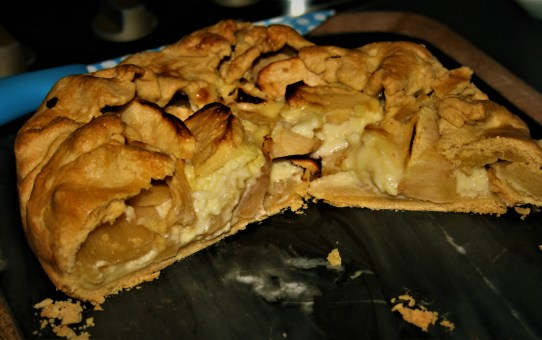 Apple and nutmeg custard pie