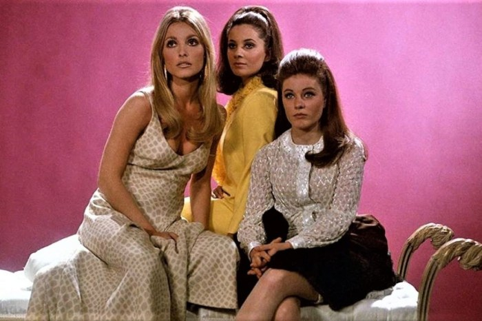 """Full Circle Flashback: 'Valley of the Dolls' Review: """"In Remembrance"""""""