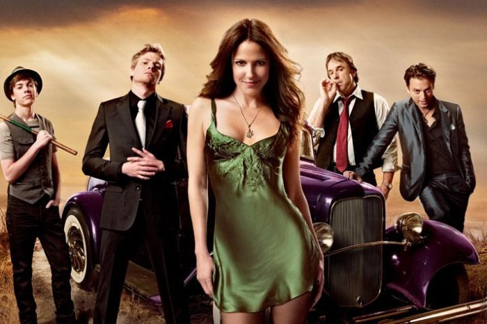 'Weeds' Sequel Series With Mary-Louise Parker In The Works At Starz