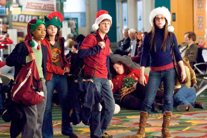"Full Circle Flashback: 'Unaccompanied Minors' Review - ""A Surprising Family Tradition"""