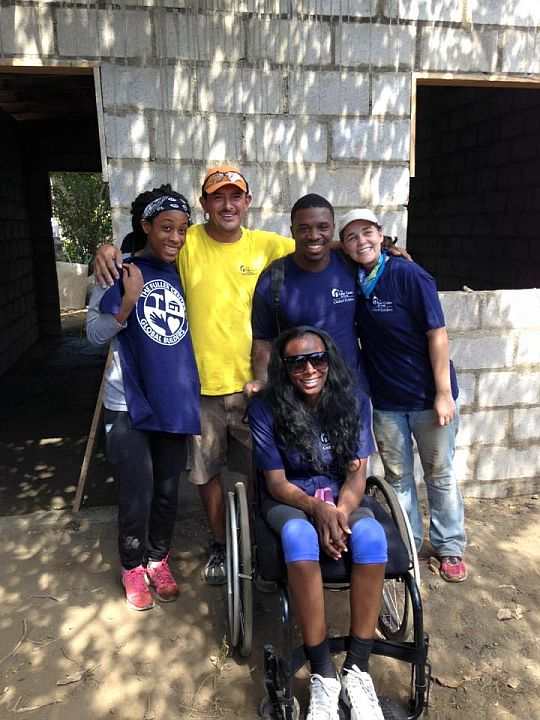 Quell Jenkins with friends Zoia Carr, Alberto Maradiaga, Reggie Taylor and Sara Rehm in Las Peñitas.