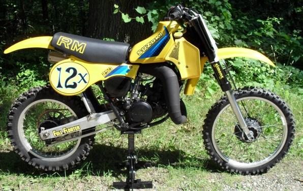1982_Suzuki_RM250_right
