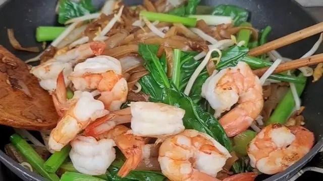 Adding Sprout Gai Lan And Shrimps