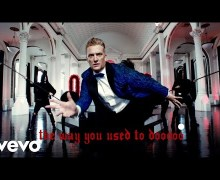 "Queens of the Stone Age ""The Way You Used to Do"" Official Video"
