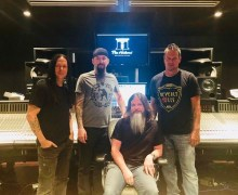 """Disturbed: """"New album just about wrapped up!"""" 2018 – Video"""